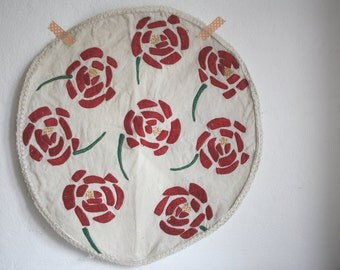 Vintage round DOILY // floral embroidery
