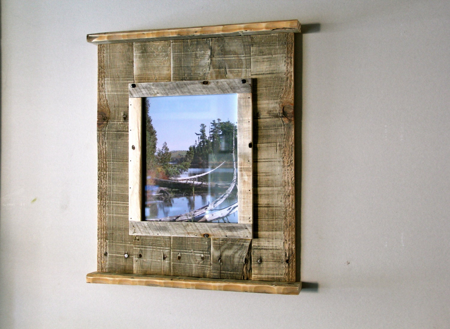 Rustic reclaimed pallet wood picture frame for Cadre multi photos mural