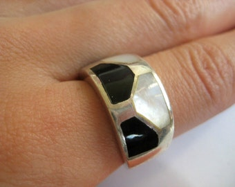 Onyx and Mother of pearl vintage sterling silver Ring size 8