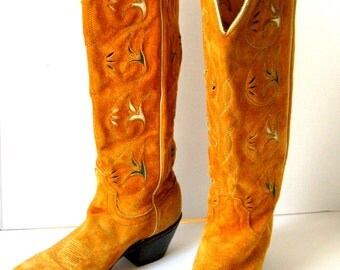 REDUCED.women's vintage boots.cowgirl.leather.acme.women.light brown.stitching.two toned.tessiemay vintage
