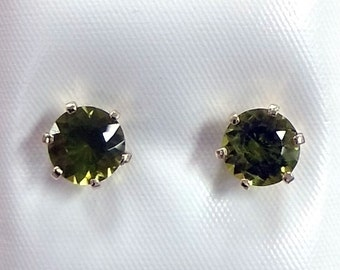 San Carlos Arizona Peridot earrings set in 14kt Gold August Birthstone