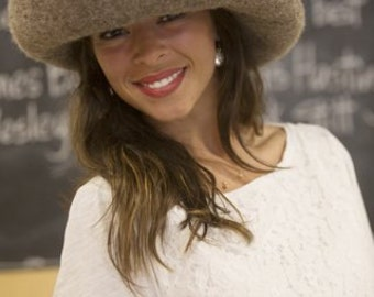 The Reba hat in taupe.