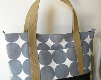 Circle Circle - Everyday Tote Bag (a magnet snap closure)