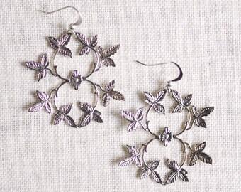 silver ivy earrings . ivy leaf earrings . silver leaf earrings . autumn leaf earrings . statement earrings . filigree earrings // 2IVYM