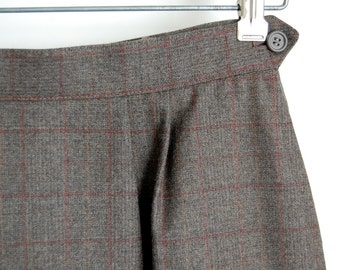classic vintage crisp Wool Skirt / Charcoal grey windowpane Plaid / Peabody House / front pleats / 26 3/4 high waist / midi skirt  m