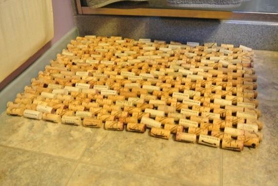 Wine cork doormat korken nicht wegschmei en 15 diy for Wine cork welcome mat
