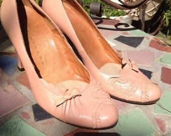 Vintage leather women's pumps