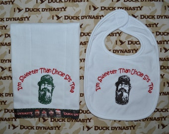 Duck Dynasty . . . Bib & Burp Cloth Set . . . Christmas Duck Dynasty Style! Personalize and Choose any phrase!