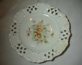 Vintage Decorative Plate Shabby and Chic Daisy or Mum