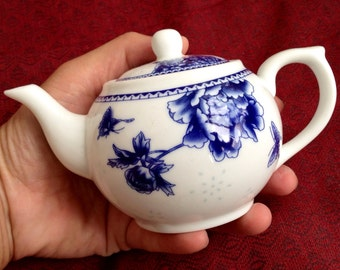 Mini hand teapot