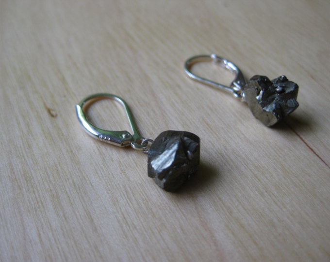 Insouciant Studios Glitz Leverback Earrings Sparkling Pyrite