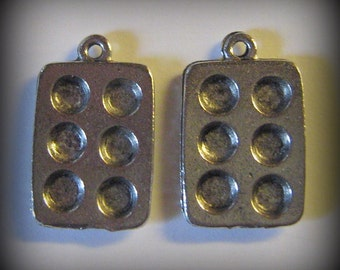 4 Silver Pewter Muffin Tin Charms (qb61)