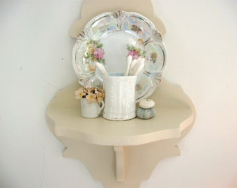 Curvy Vintage Little Key Hole Sconce Shelf Painted Pale Pink
