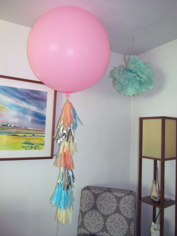 3' Balloon with Tissue Tassel Garland