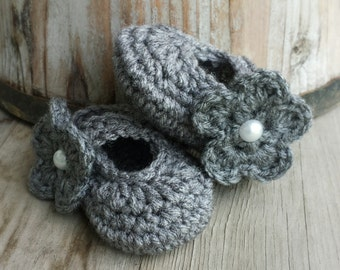 Crochet Mary Jane shoes with removable flower in charcoal grey size 0 to 3 mo.