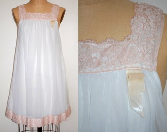 Small Lingerie. Chiffon Babydoll Nightie Small.  Vintage 60s Nightgown Vanilla with Pale Pink Lace.  Mod Small