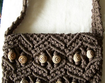 Macrame purse, brown yarn with olivewood beads, shoulder purse, gift for women, gift for girls