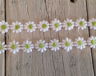 Daisy Trim WHITE and LIME GREEN 1/2 inch-2 yards