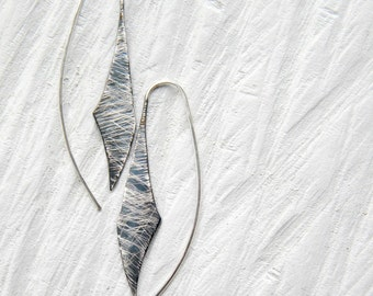 Scratched Industrial Silver Earrings - handmade sterling silver organic look dangel earrings, black white, made in Italy