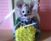 Felt Mouse who is Knitting