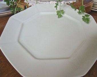 """PLATE-vinTage """"FITZ and FLOYD,Inc.""""--10"""" Octagon shaped Dinner PLate-PaLe Green-No Cracks or Chips"""