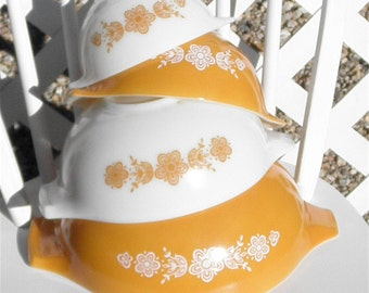 Pyrex Mixing Bowls White and Gold Set of Four Vintage