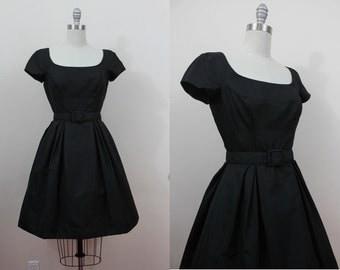 vintage 1950s dress / 50s LBD / 50s black party dress / full skirt / sz s small
