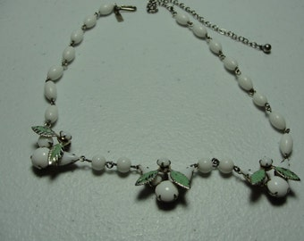 Vintage milkglass necklace