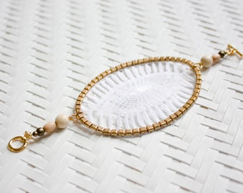 Lace bracelet - Insula - White lace with brass & exotic beads