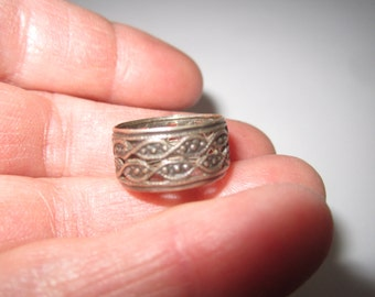 Vintage 1960s Sterling Silver Friendship Band Sz 5 Ring with Cut Out Design