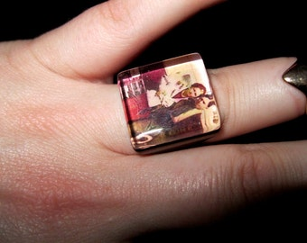 BONNIE and CLYDE Ring, Bottoms Up. 1933 Outlaw Couple, Image Under Thick Glass, Adjustable Unisex Ring Base