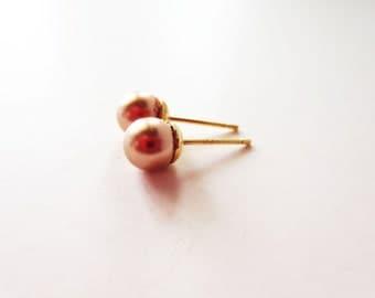 Rose gold pearl earrings. Pink pearl earrings. Gold earrings. Pearl stud earrings. Pearl post earrings. 6mm pearl earrings.
