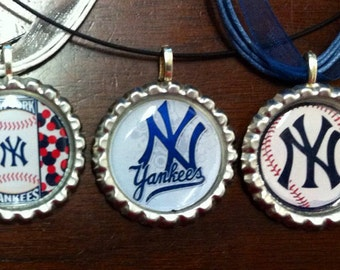 Show your team spirit w/bottlecap necklace for your New York Yankees.