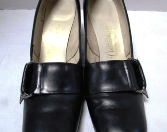 Vintage Shoes, Naturalizer Black Pumps w/ Silver Emellishment, Size 8.5 Narrow, USA, Matte Finish, Chunky Heels, Pilgrim Shoes, Costume