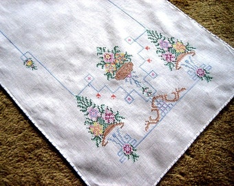 EMBROIDERED RUNNER Table scarf Vintage Embroidery Colorful Cross Stitch LINEN