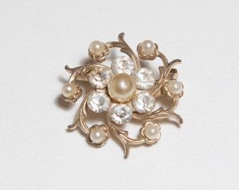 Rhinestone pearl brooch vintage costume jewellry