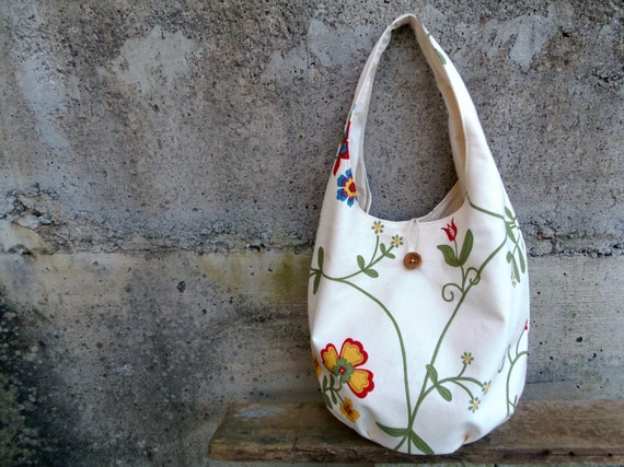 Floral bucket bag in cream - rustic hobo bag with flowers in upcycled and organic materials. Spring bag