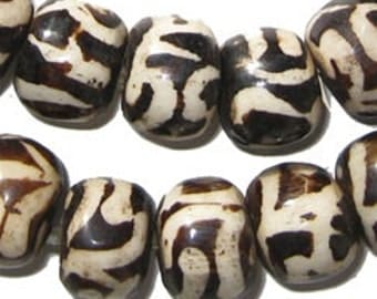 40 Batik Bone Beads - Traditional Large - African Bone Beads - Jewelry Making Supplies - Made in Kenya ** (BON-RND-TRD-239)
