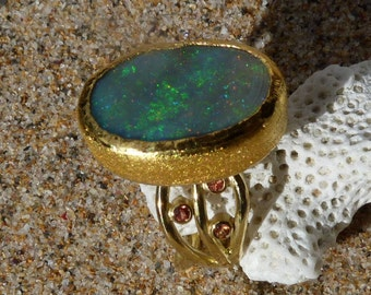 18 ct yellow and fine gold ring, a  nice australian opal,sapphires: IMPORTANT, French vat is included,less 20% for US,UK and canadian buyers