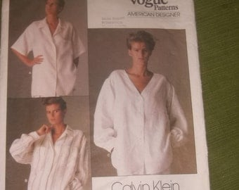Vogue Calvin Klein Loose Fitted Shirt with Dropped Shoulders Pattern / Size 10