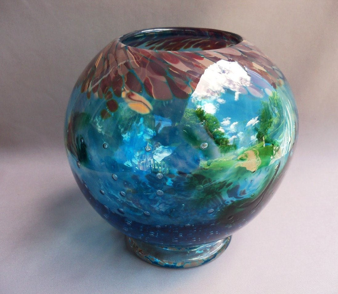 hand blown art glass round vase. Black Bedroom Furniture Sets. Home Design Ideas