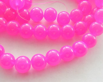 84 Fuchsia glass beads B18