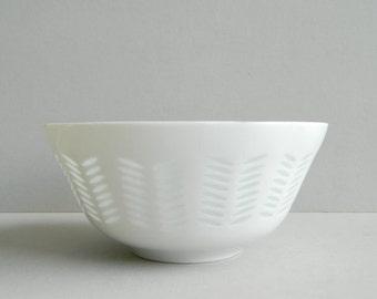 Vintage Arabia Finland White Porcelain Rice Bowl by Friedl Holzer Kjenberg