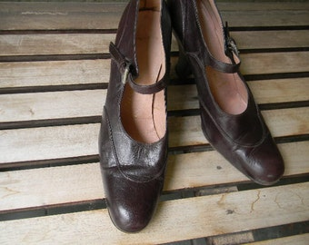 vintage.  PRADA Brown Leather 40s Inspired Heels // Size 39 9 US