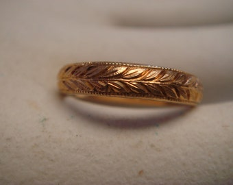 Vintage 1950's to 1960's  Wedding/ Engagement Ring in 18k Gold Band Classic design size 5.5