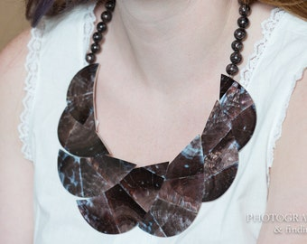 Vintage High Quality Hawaiian Shell Bib Statement Necklace mosaic dark mother of pearl shells
