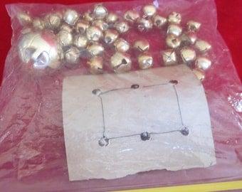 Jingle Bells  6 medium bells - 40 small medium bells --- Jingle jingle jingle