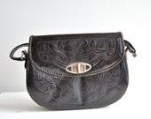 SALE / Vintage 1950s tooled leather handbag