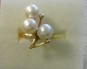Vintage 1968 10k Gold ring with 3 Pearls sz 5 1/4
