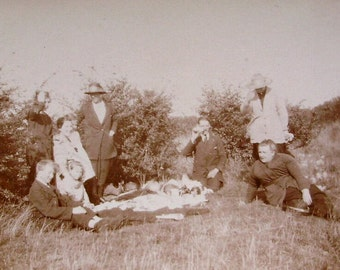Vintage Summertime Photo - Picnic Time